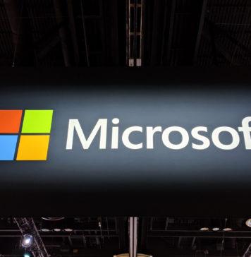 """În urma orientărilor Microsoft de la sfârșitul serii trecute, unele dintre cele mai mari companii de tehnologie din Statele Unite au acceptat să plătească salariile pentru angajații pe oră afectați de răspunsul corporativ continuu la focarul de coronavirus. Este ceea ce trebuie să facă companiile, atât din punct de vedere al sănătății, cât și al securității și să se asigure că lucrătorii pe oră care sunt cei mai afectați de oprirea și lipsurile de muncă nu sunt afectați în mod negativ de evenimentele care nu le pot controla. După cum am raportat mai devreme, Facebook s-a angajat să-și plătească lucrătorii """"contingenți"""". Și conform unui raport din Axios, Amazon, Google și Twitter li se alătură. Apple nu a răspuns încă acestei inițiative. Într-o declarație către Axios, Amazon și-a asumat același angajament pentru angajații săi. """"Vom continua să plătim toți angajații care ne sprijină campusul din Seattle și Bellevue - de la serviciile alimentare, la paznicii de securitate până la personalul de consiliere - în perioada în care angajații noștri sunt rugați să lucreze de acasă"""", a declarat compania într-un comunicat. """"În plus, vom subvenționa o lună de chirie pentru micile afaceri locale care operează în clădirile noastre pentru a le ajuta în această perioadă."""" Google și Twitter și-au asumat aceleași angajamente. Companiile tehnice au preluat această problemă și au primit laude din partea organizațiilor de muncă pentru poziție. Dar organizatorii din zona golfului și nu numai, încurajează companiile să amortizeze lovitura pe oră, lucrătorii se vor confrunta cu salariile pierdute din cauza închiderii birourilor. Problema a atras chiar atenția senatorului democrat Mark Warner din Virginia, care presează companiile Uber, Lyft, Postmates și DoorDash să ofere compensații pentru lucrătorii afectați de coronavirus. """"Pentru a limita răspândirea COVID-19, este esențial ca companiile de platformă să conducă prin exemplu, angajând că incertitudinea economică nu va fi descurajantă pen"""