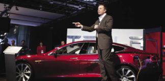 Tesla l-a adăugat pe Hiromichi Mizuno ca nou membru în consiliul său de administrație și comitetul de audit - fostul șef de investiții al fondului de pensii de 1,5 miliarde de dolari din Japonia și un adversar de multă vreme al practicilor comune ale pieței, cum ar fi vânzarea pe termen scurt. Odată cu numirea lui Mizuno, consiliul Tesla are acum 10 membri, inclusiv fondatorul Oracle, președintele și CTO Larry Ellison și directorul executiv al Walgreens Kathleen Wilson-Thompson. Mizuno va participa, de asemenea, în comitetul de audit al consiliului de administrație. Mizuno are o lungă carieră în finanțe și investiții, care include un rol de director executiv și director de investiții al Fondului de investiții pentru pensii guvernamentale (GPIF) al Japoniei, cel mai mare din lume, cu aproximativ 1,5 trilioane de dolari în active administrate. Mizuno și-a părăsit poziția la sfârșitul lunii martie. În timpul său la GPIF, Mizuno a promovat practici de mediu, sociale și de guvernare. El a fost cunoscut, de asemenea, pentru vânzarea la scurtă durată - o practică care i-a afectat pe Tesla și pe CEO-ul său, Elon Musk. În timpul mandatului său, GPIF a suspendat creditul de acțiuni, care i-a luat pe mulți prin surprindere. Opoziția lui Mizuno față de vânzarea pe termen scurt este în contradicție cu unii puriști ai pieței care cred că strategia de investiții - care speculează asupra scăderii unui stoc - oferă de fapt o transparență mai mare a prețurilor. Mizuno a spus în interviurile anterioare cu mass-media, precum Financial Times, că este în conflict cu perspectiva sa pe termen lung. Mizuno se află într-o serie de consilii consultative guvernamentale, inclusiv consiliul de PRI, Consiliul Viitor Global al Forumului Economic Mondial și consiliul consultativ integrat al fondului strategic al guvernului japonez. De asemenea, el a contestat multe practici de piață consacrate, inclusiv vânzarea pe termen scurt, pentru a promova crearea de valori pe termen lung de către corporații.