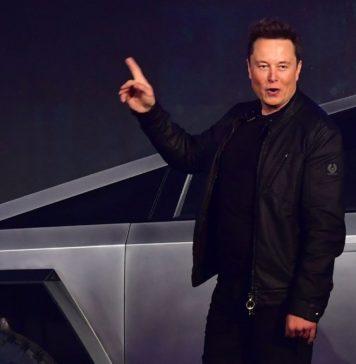 Elon Musk spune că Tesla este deschisă să acorde licență Autopilot, furnizând sisteme de alimentare și baterii altor producători auto