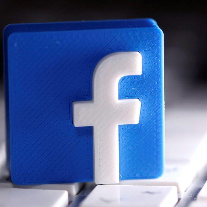 """Facebook, care ajunge la mai mulți utilizatori decât oricare altă firmă internațională din India, a identificat un nou domeniu de oportunitate pentru a-și extinde tentaculele pe a doua cea mai mare piață de internet din lume, informează techchrunch. Duminică, jonglerul social a anunțat că s-a asociat cu Consiliul Central al Învățământului Secundar, un organism guvernamental care supraveghează educația în școlile private și publice din India, pentru a lansa un curriculum certificat privind siguranța digitală și bunăstarea online și realitatea augmentată pentru studenți și educatori din țară. Prin aceste subiecte, Facebook și CBSE își propun să pregătească studenții din învățământul secundar pentru locurile de muncă actuale și emergente și să îi ajute să dezvolte abilități pentru a naviga în siguranță pe internet, pentru a face """"alegeri bine informate"""" și pentru a se gândi la sănătatea lor mentală. Facebook a spus că va oferi aceste instruiri în diferite faze. În prima fază, peste 10.000 de profesori vor fi instruiți; în al doilea, ei vor antrena 30.000 de studenți. Pregătirea de trei săptămâni cu privire la AR va acoperi elementele fundamentale ale tehnologiei naționale și modalități de a folosi Google Spark AR Studio pentru a crea experiențe cu realitate augmentată."""