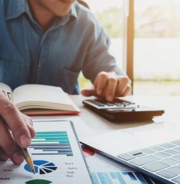 Transformarea digitală este un subiect pe care îl cunoaștem bine și a devenit un cuvânt cheie pentru mulți. Cu toate acestea, fraza nu a fost niciodată mai relevantă în timpul acestei pandemii. COVID-19 a accelerat digitalizarea unora dintre cele mai consacrate industrii, cum ar fi telesănătatea, retailul omnichannel, serviciile bancare și finanțele. Organizațiile sunt acum nevoite să își schimbe modelele de afaceri întregi pentru a înțelege noi tipuri de comportament al consumatorilor, deoarece restricțiile de blocare ușoară și companiile se deschid pentru afaceri. În plus, companiile sunt acum provocate să se asigure că organizația lor este agilă, receptivă și mereu pregătită și în aceste vremuri tumultuoase. Cercetările în timp real și luarea deciziilor susținute de date de către liderii de marketing digital vor fi mai importante ca niciodată. Organizațiile post COVID-19 vor continua să caute cele mai inovatoare, accesibile și mai creative moduri de a se conecta cu consumatorii și de a construi noi afaceri prin intermediul celor mai eficiente costuri și impact canale online, precum SEO și Căutare. Brandurile sunt acum provocate să evalueze întreaga experiență a clienților și să regândească punctele de atingere digitale și interacțiunile la fiecare pas. Metodele tradiționale de marketing nu mai pot ajunge la consumator în momentele sale de luare a deciziilor. Brandurile se uită acum la necunoscut și încearcă să pregătească ceea ce urmează. Aspectul nu este clar, dar știm că cheia performanței și supraviețuirii constă în cercetarea digitală și în timp real online pentru a înțelege, reacționa și îmbunătăți experiența digitală a clienților.