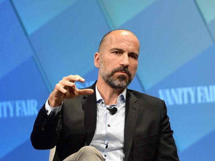 """Dara Khosrowshahi, directorul general al Uber, solicită o regândire a legilor muncii """"învechite și nedrepte"""", pentru ca lucrătorii din economia de șofat precum șoferii Uber să se bucure de beneficii, precum și de flexibilitate. Într-o operațiune din New York Times, Khosrowshahi solicită crearea unui """"al treilea mod"""" de a opri lucrătorii să fie obligați să aleagă """"între a fi un angajat cu mai multe beneficii, dar cu mai puțin flexibilitate sau un contract independent cu mai multă flexibilitate, dar aproape fără siguranță net."""