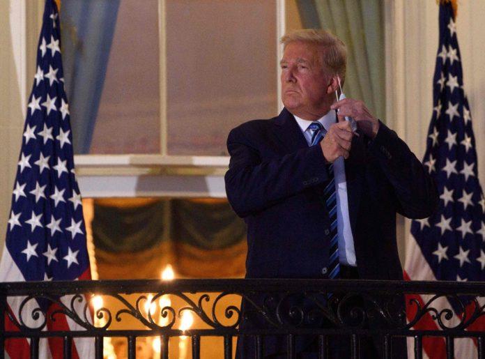 Inapoi la Casa Alba, Trump isi scoate masca