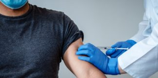2 britanici au reacții severe la vaccin