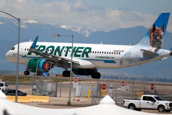 """Frontier Airlines adaugă o taxă de """"recuperare COVID"""""""